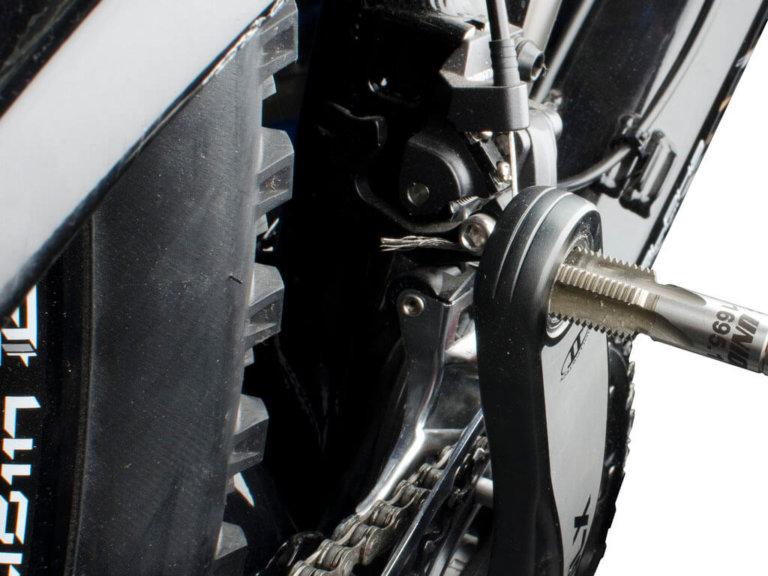 זוג מברזים M9/16 לתיקון הברגות פדל Unior דגם 1695.1