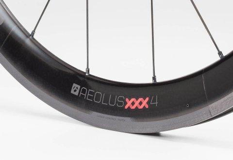 גלגלי כביש Bontrager Aeolus Xxx 4 TLR Clincher