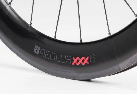 גלגלי כביש Bontrager Aeolus Xxx 6 TLR Clincher