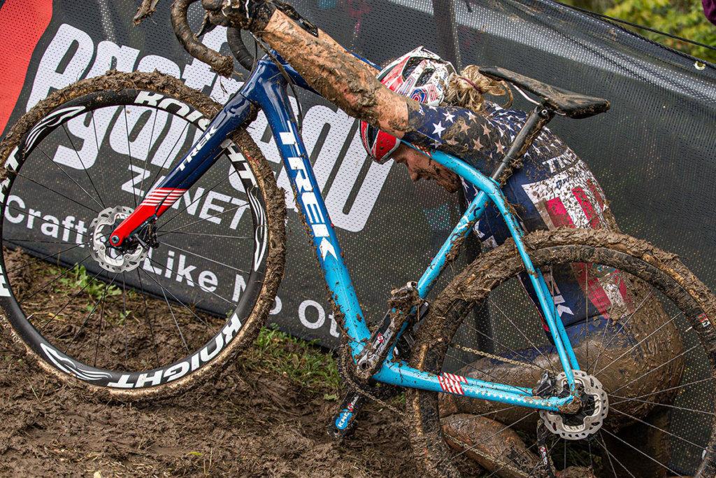 אופני TREK סייקלו קרוס מכוסים בוץ
