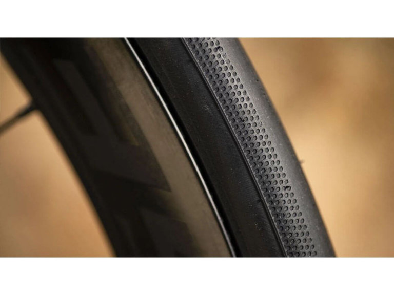 צמיג כביש Bontrager R3 Hard-Case Lite V20